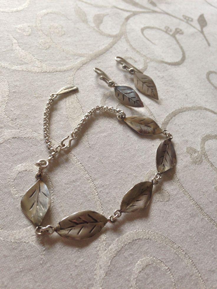Armbånd & øreringe i sølv som blade :-)