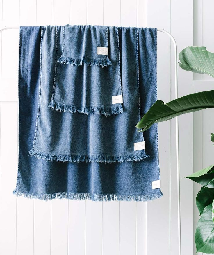 This Wash Cloth is a luxe 100% organic cotton cloth featuring eyelash fringing and lightweight construction. With a stonewash finish, this colourway was inspired by the hues of the Earth and Sea. | huntingforgeorge.com