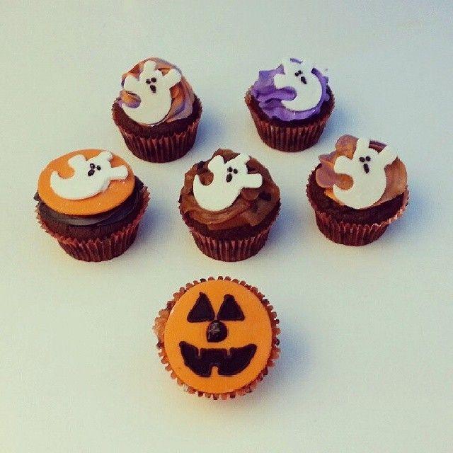 #Halloween llegó para disfrutarlo con unos deliciosos #Cupcakes #SoSweet de #PasteleriaSoSweet en #Bogota - Llámanos al 317 657 5271 (1) 625 1684 o visítanos en #Cedritos en la Cra 11 No. 138 - 18. #HappyHalloween #FelizHalloween #Octubre. Síguenos también en www.Facebook.com/PasteleriaSoSweet Twitter: www.twitter.com/sosweetchef Pinterest: www.pinterest.com/sosweetcol e Instagram: www.instagram.com/pasteleriasosweet #Spooky