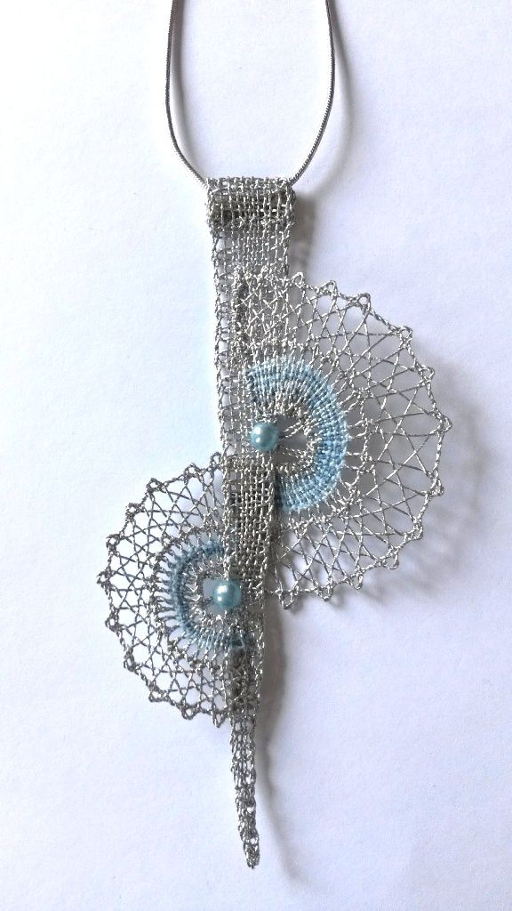 Náhrdelník 16 342 - světle modrá perlička   Vamberecká krajka