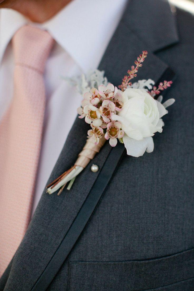 小さめのお花と大きめのお花のバランスが絶妙! <手作り・DIYブートニアのアイデア一覧>