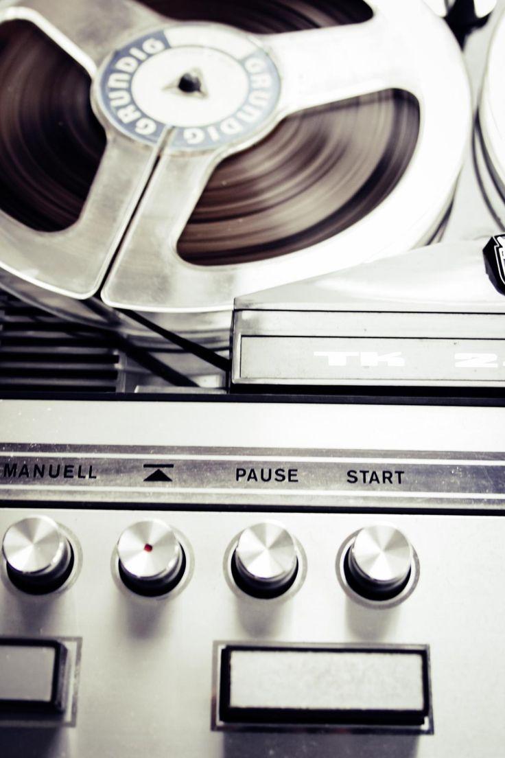 🔝 Close Photo of Vinytl Record Player - download photo at Avopix.com for free    👉 https://avopix.com/photo/43162-close-photo-of-vinytl-record-player    #wrench #technology #metal #business #steel #avopix #free #photos #public #domain