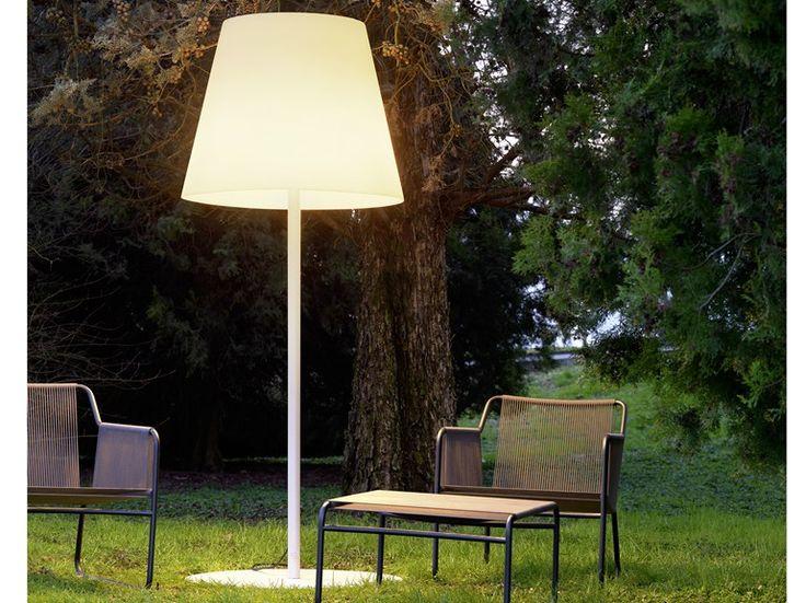 AMAX Polyethylene Floor Lamp By FontanaArte Design Charles Williams