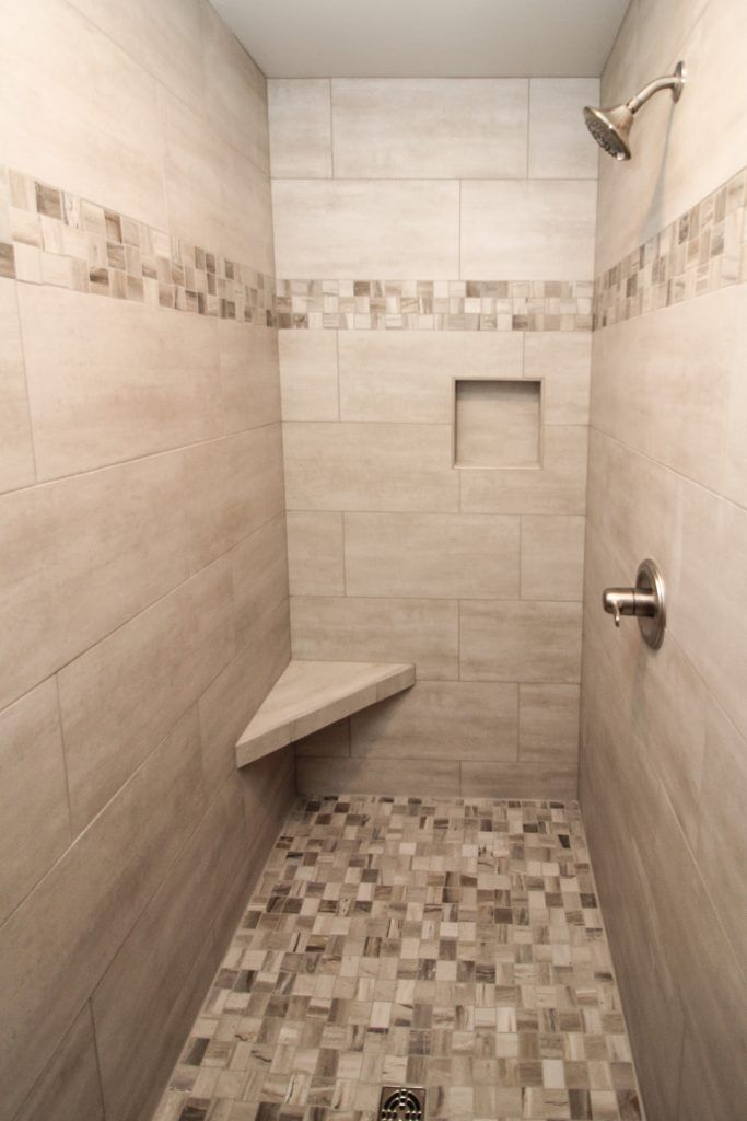 Beige Tiled Shower With Accent Tile Floor And Stripe In 2020 Shower Accent Tile Tile Shower Niche Black And White Tiles Bathroom
