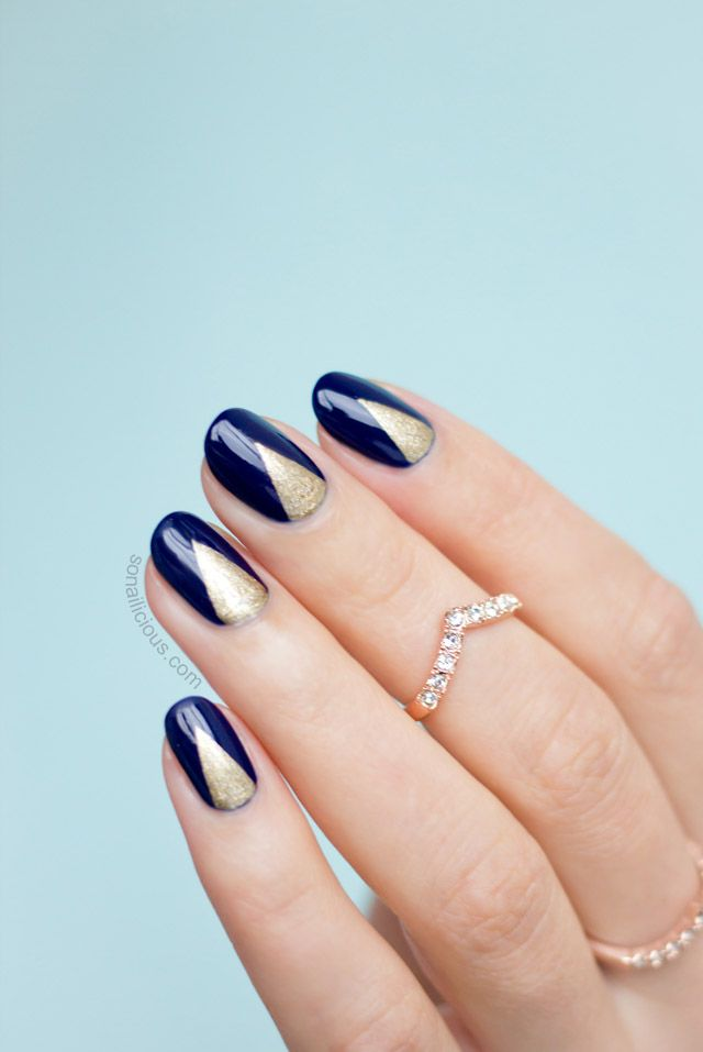 Dark blue and gold nails. All details: http://sonailicious.com/blue-and-gold-nails-sea-siren-navy-port/
