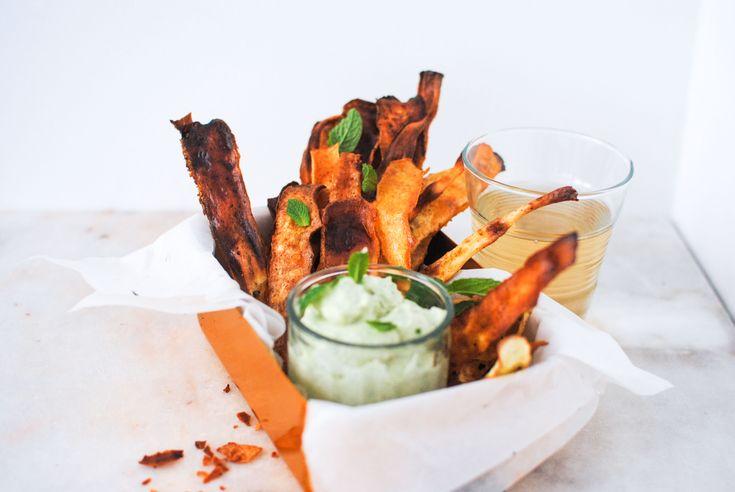 Chips de Pastinaca com Molho de Ervas Vegan
