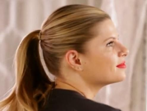 How to Do a Sleek Ponytail-- This ponytail is nothing like your messy, workout-worn ponytails! This sleek style will take you from office chic to cocktail hour in a zip! #divinecaroline #ponytail #howto