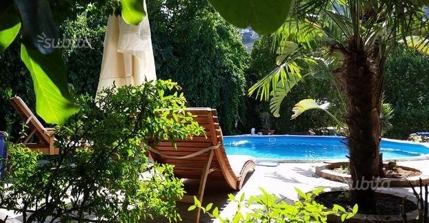 villa-vicino-mare-con-piscina