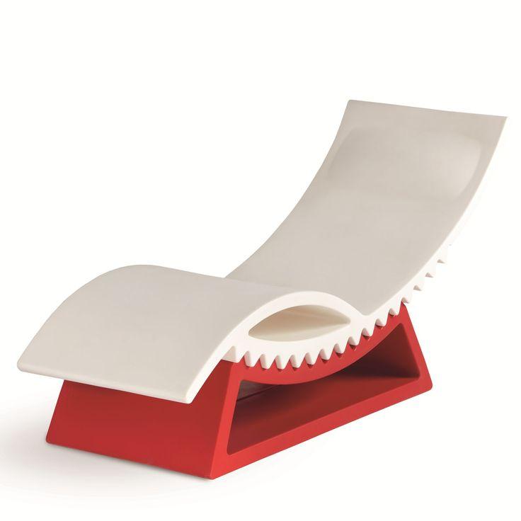 SLIDE Tumbona TicTac Diseño: Marco Acerbis. Tumbona de diseño original y divertida. Dará un toque de color a tu terraza, jardín o piscina.