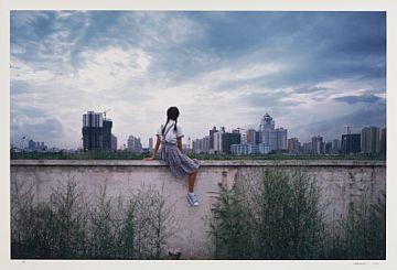 Weng Fen ( Weng Peijun) Kina 1961  On the Wall - Guangzhou # 2 , 2003 Fotografi, 80x121 cm Signert nede til høyre: Weng Peijun 2003