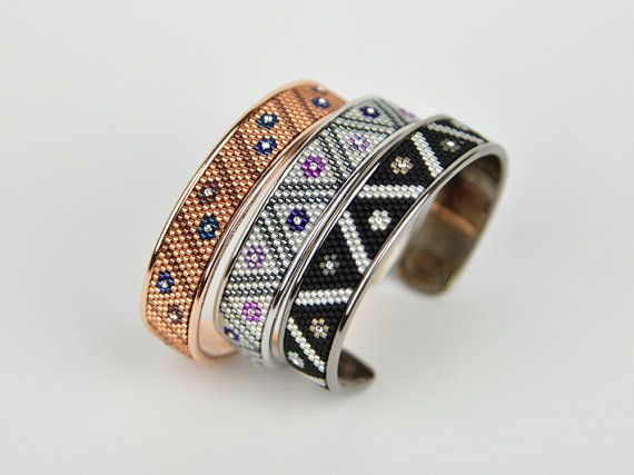 At the moment my favorite bangle!! When I saw this metal bracelet, I knew that you can decorate it to a great gem and Im thrilled. She not? I beaded