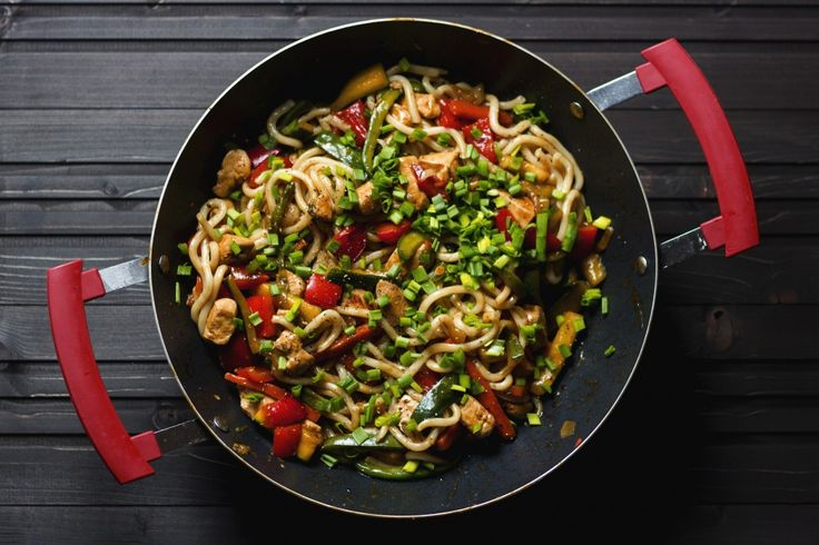 Yaki udon with chicken and veggies