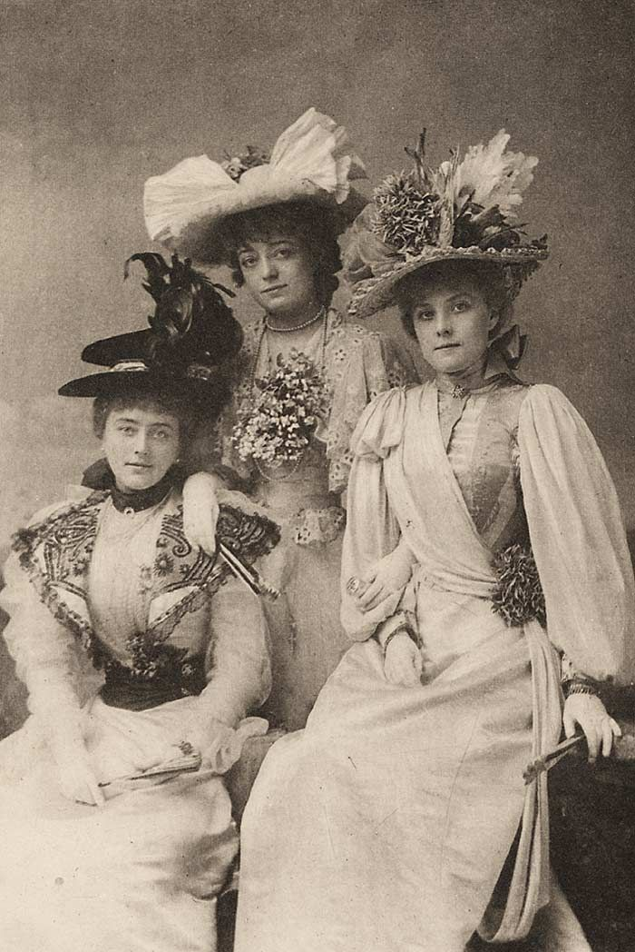 """Gaiety Girls in """"The Geisha"""", left to right: Alice Davis, Blanche Massey, and Hetty Hammer, 1896. - Source: V&A Theatre Museum"""