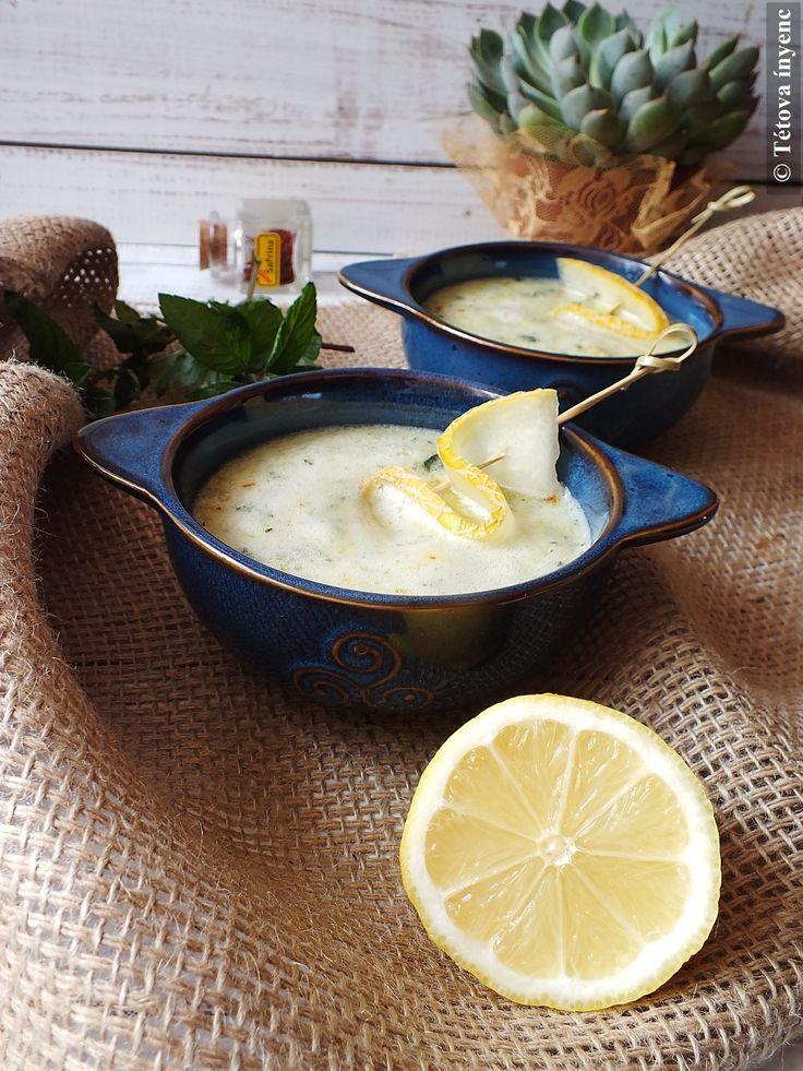 Levesnek talán kis túlzással nevezhető, hiszen főzés nélkül készül. Ha pohárba tölteném smoothie lenne. De a gazpacho is nyers, mégis a leves...