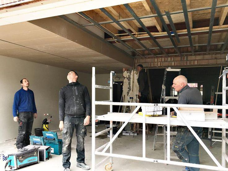 Jaren '30 woonhuis Maastricht,   Het plafond is al deels aangebracht en enkele wanden zijn al voorzien van stucwerk.  meer info over dit project: http://www.denieuwecontext.nl/portfolio/renovatie-uitbreiding-jaren30-woonhuis/ — in