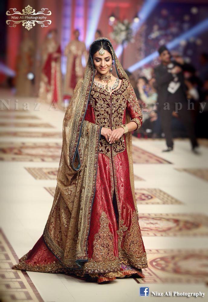 #PakistaniBride #pakistanfashion #bridalweek #bridaldresses #weddingphotgraphy #niazaliphotography