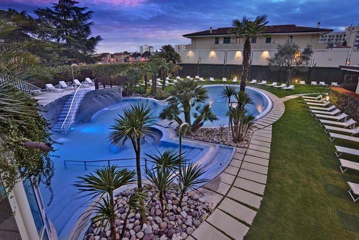 L'Hotel Quisisana Terme si caratterizza per la sua eleganza discreta, fondata sull'attenzione alle piccole cose. Un ambiente accogliente e caldo dove sentirvi a vostro completo agio