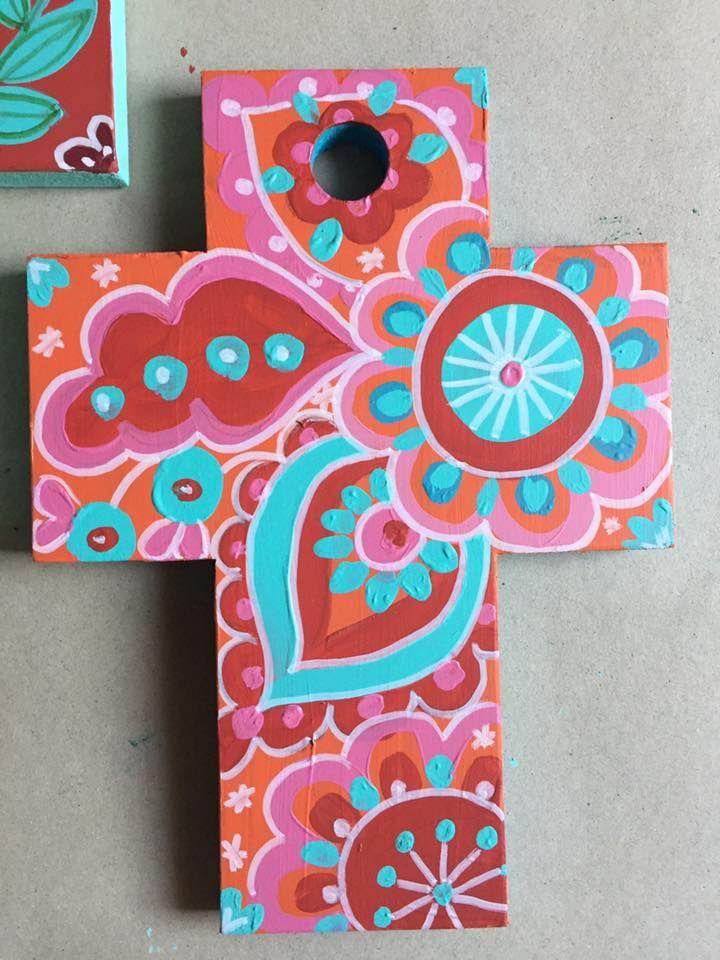 Cruzes de madeira pintada a acrilico com protecção de vernizTamanho 21X27 cm e cwerca de 1,5cm de espessuraDecoração de quartos