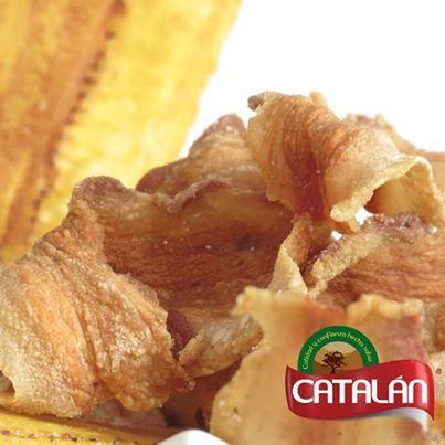 Empieza el fin de semana con los más deliciosos sabores. Ven a Catalán y experimenta la textura de nuestro ceviche de chicharrón.