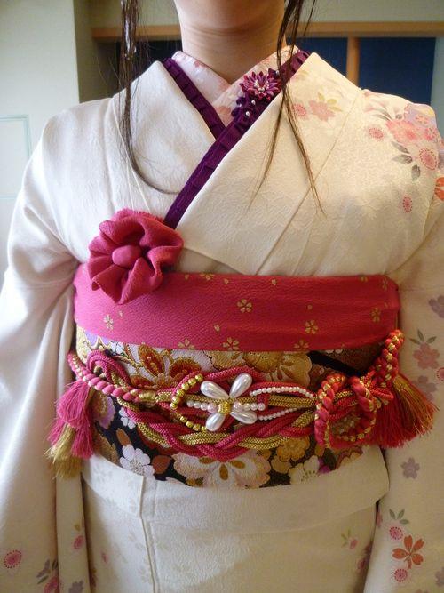 今日は 3名様の 成人式の前撮りのお支度をさせていただきました。 今日は・・・ 着付け : KIMONO浪漫 モダン着付スタイリスト 野田弓美...