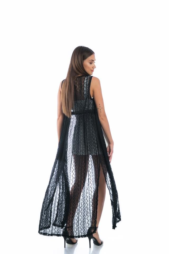 Long lace cardigan with side openings. Sleeveless. Adjustable cord fastening at the waist. 100% Polyester. https://www.modaboom.com/danteloti-makria-zaketa-mauri.html