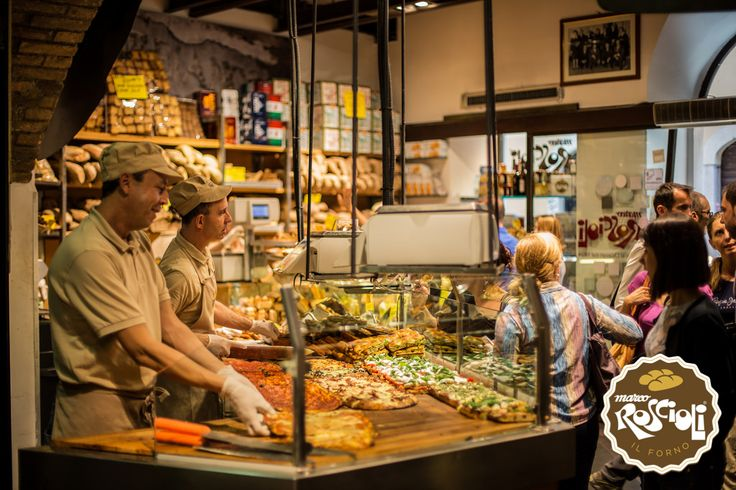 A prepared and professional team will help you during your visits at the Antico Forno Roscioli, showing you each bread, pizza and pie with kindness and attention