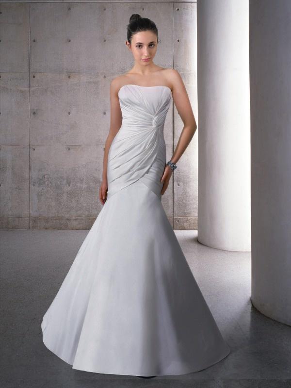 Prosta suknia syrena bez ramiączek. Suknie ślubne Noviamor. BW1219