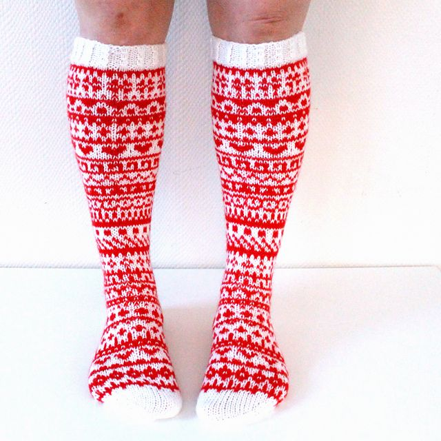 Joulusukkakalenteri 2015 – a free pattern for knit socks by Niina Laitinen. Instructions available in Finnish.