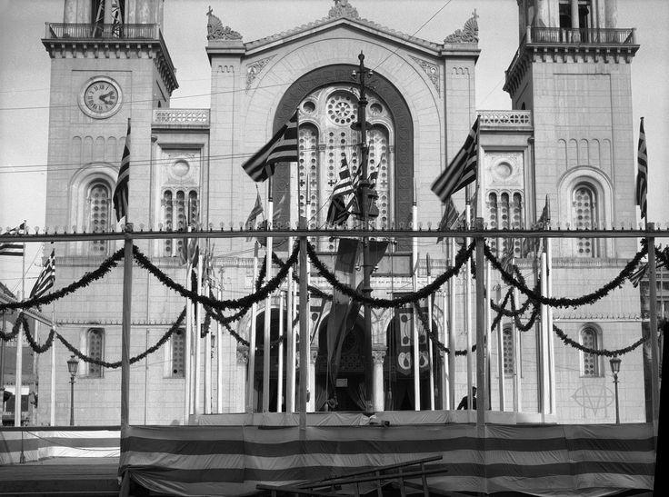 Walter Hege, 1930, Αθήνα, Πλατεία Μητροπόλεως.