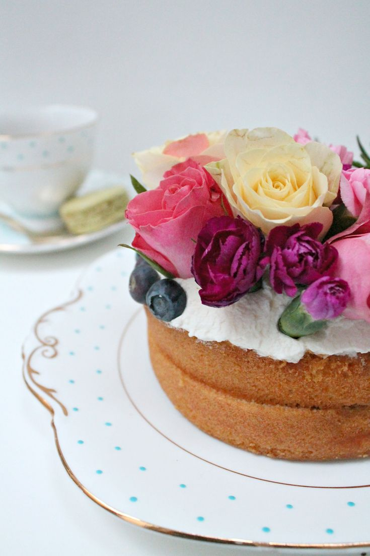 How to make a floral Victoria naked cake.