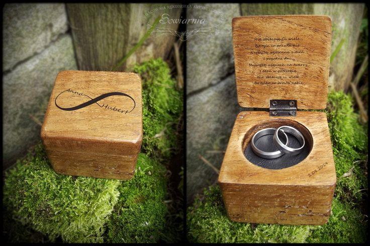 Rustic personalized wedding ring box - reclaimed oak wood http://blog.sowiarnia.pl/2014/08/pudelko-na-obraczki/
