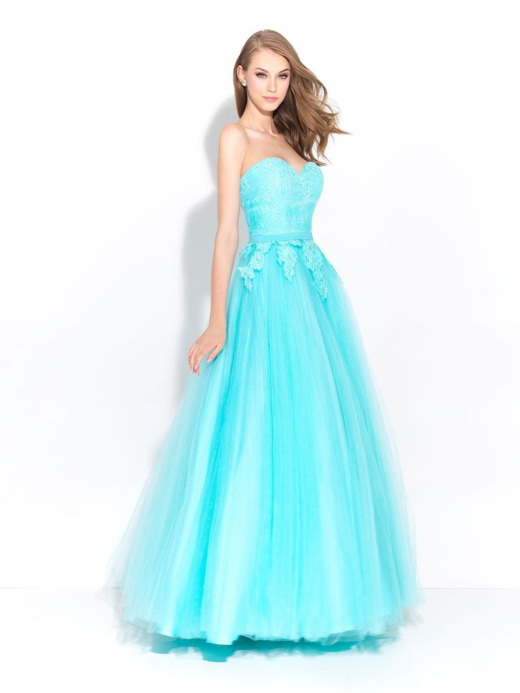 Lace ball gown for Prom find it at Moscatel Boutique