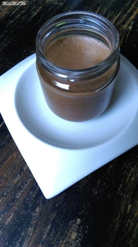 Mousse choco/café  Mousse choco /café/ amarena Au début j'ai pris la recette du blog Alter Gusto, ça devait être une mousse chocolat noir express, bah au final je n'ai pas eu de mousse mais un chocolat liquide un peu mousseux et la recette ne fut pas...