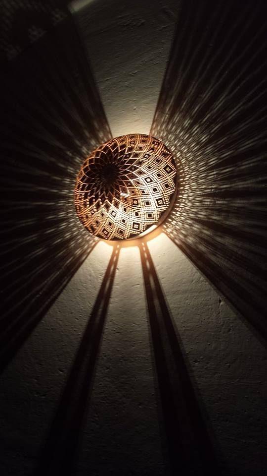 Lampada da parete in creta/cotto , da cm.25/30 diametro x sporgenza cm.10 circa. realizzabile a misura e disegno . Realizzabile in tutte le finiture .  Wall lamp in clay / terracotta from 25 cm / 30 diameter x 10 cm ledge about. feasible to measure and design. Available in all finishes.