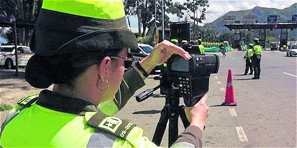 ¿Cómo defenderse de una fotomulta sin notificación? -- En muchos de esos casos los ciudadanos se dan cuenta de las multas cuando van a realizar un trámite con su vehículo o cuando les llega el cobro coactivo.
