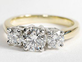 Three Stone Diamond Ring in 18k Yellow Gold
