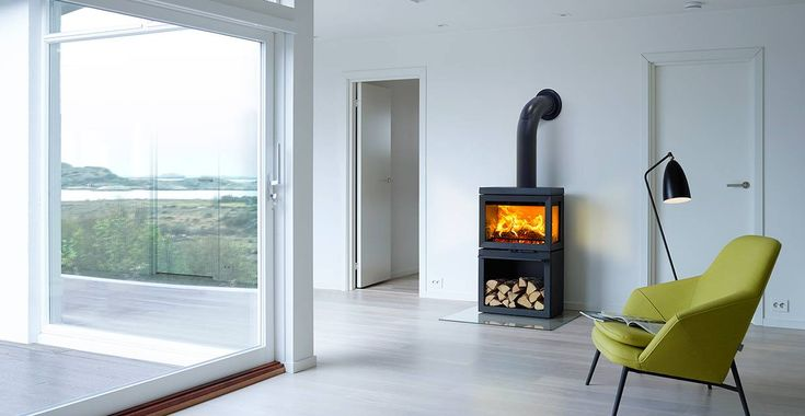 With panoramic view to the fire, JØTUL F 520 offers the experience of a live campfire in your living room.