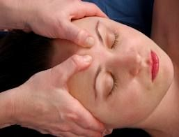 لتدليك وأهم فوائدة ,,,,, تأثير التدليك و المسح على الرأس  يساعد على افرازات  السيروتونين فى الدماغ ويعمل على خلق خلايا دماغية جديدة