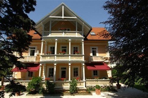 Seevilla Wienerroither - #Apartments - EUR 58 - #Hotels #Österreich #PörtschachAmWörthersee http://www.justigo.de/hotels/austria/portschach-am-worthersee/seevilla-wienerroither_45620.html
