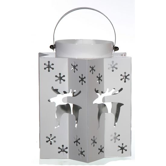 Kerst lantaarn met rendieren zilver. Deze Kerst lantaarn in de kleur zilver heeft uitgesneden sterren en rendieren waar het licht doorheen komt. Afmeting: 15 x 17 cm. Materiaal: Metaal.