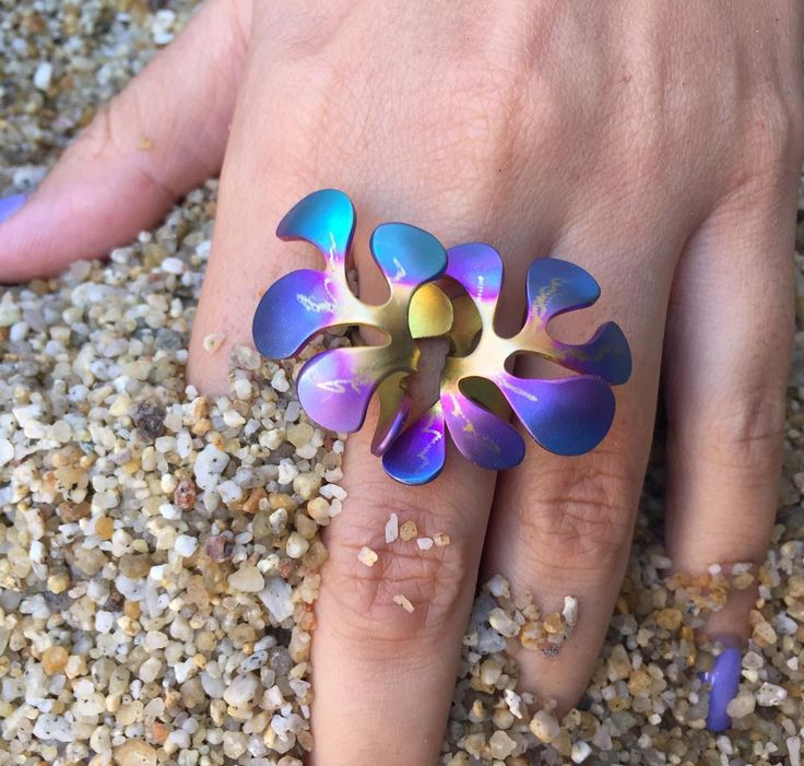 Our multi color sea flower ring is the perfect choice for a bold outfit !! Would you wear it? Are you bold enough?