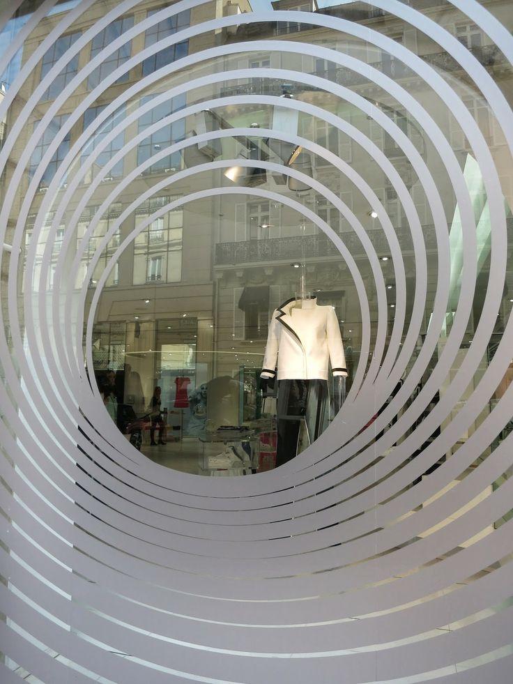 www.retailstorewindows.com: Correge, Paris