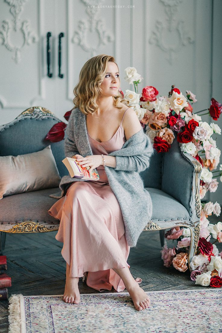 #winter #wedding #bride #morning #roses #decor #vintage #hairstyle #sonyakhegay #red #gray