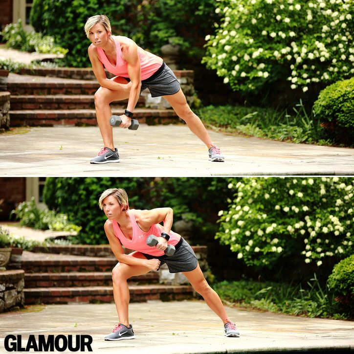Carrie Underwood's arm workout: Rows in a lunge