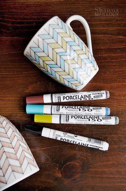 Personnalisez votre mug avec des feutres spécial porcelaine, pour que votre décoration ne parte pas au lavage. Plus d'idées sur le site.