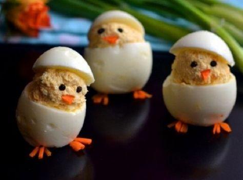 Nagyon finom, nálunk mindig óriási sikere van! A gyermekek kedvence! Hozzávalók: 5 tojás, 100 g tehéntúró, 1 evőkanál tejföl, 1 kiskanál mustár, 1 kiskanál majonéz, só, fekete bors, apróra vágott zöldpetrezselyem, 2 kis darab répa, 1 olívabogyó. Elkészítés: Főzzük meg keményre a tojásokat. A túrót keverjük össze a tejföllel, sóval,[...]