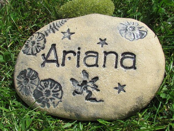 Garden markers Customized for children - Sign for the fairies garden ~ Childrens names engraved with fairy, bee, bunny, butterfly or bird
