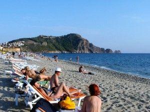 Plaja care poartă numele reginei Cleopatra http://vacantierul.ro/idei-de-cadouri-pentru-mirese-marc-antoiu-i-a-daruit-cleopatrei-o-cetate-alanya/