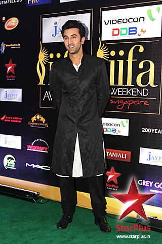 Ranbir Kapoor wears a long black sherwani at #iifa