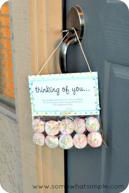 A thoughtful way to give cupcakes to a neighbor or friend.